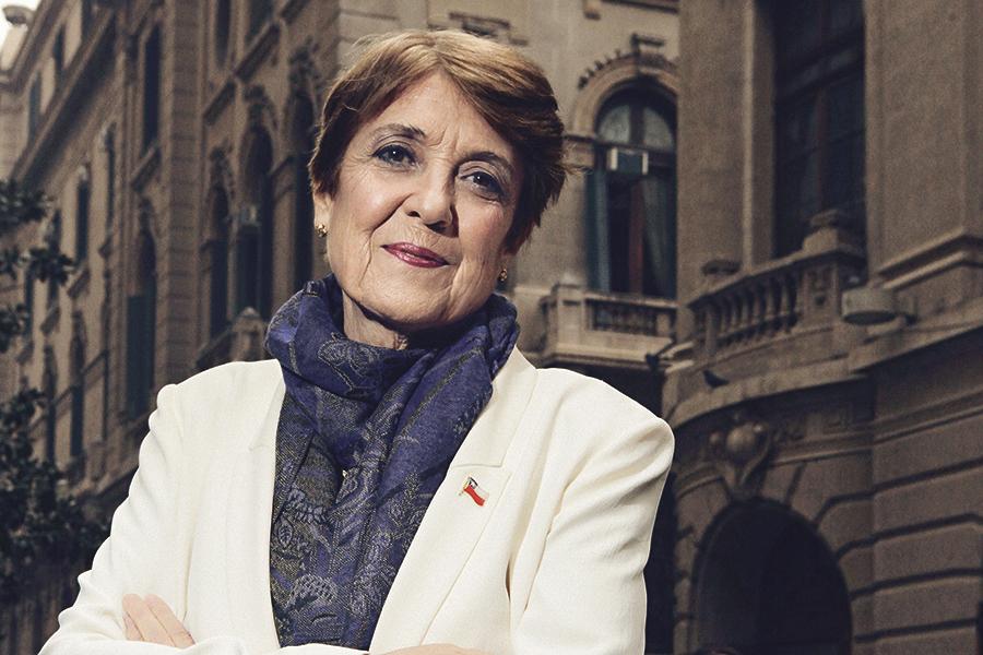 Consuelo Valdés, (gen´65) ministra de la Cultura en revista Paula.
