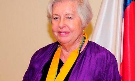 Adriana Valdés, gen '60 nueva directora de la Academia Chilena de la Lengua